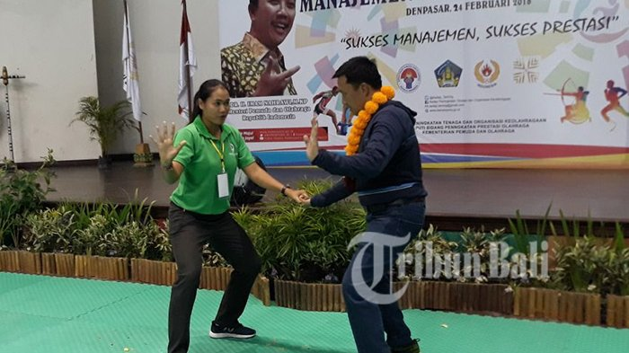 Seru, di Bali Menpora Belajar Tehnik Olahraga Kabaddi dari Atlet Profesional
