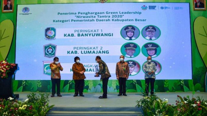 Kembangkan Ekowisata, Banyuwangi Raih Juara Narwasita Tantra dari Menteri Siti Nurbaya