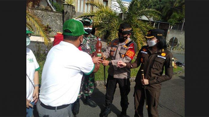 Cegah Penyebaran Varian Baru Covid-19, Wilayah Denpasar Utara Jadi Sasaran Penyemprotan Eco Enzyme