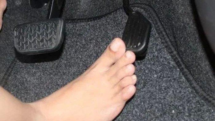 Nyetir Mobil Tanpa Menggunakan Alas Kaki, Berbahayakah?