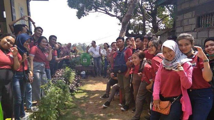 Merdeka Belajar Ala Komunitas Belajar English Corner di Desa Sidatapa Kecamatan Banjar,Buleleng Bali