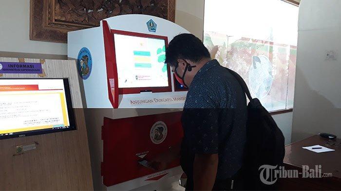 Warga Denpasar Kini Bisa Cetak Dokumen Kependudukan di Pasar Badung, Dari E-KTP hingga Akte