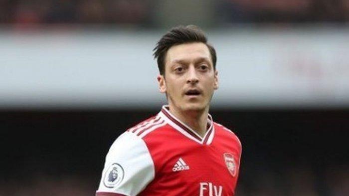 Mesut Oezil Senang Maskot Arsenal, Gunnersaurus Kembali Bekerja