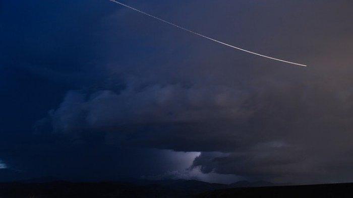 Ini 4 Hal Yang Mungkin Belum Anda Ketahui Terkait Meteor di Buleleng Yang Picu Dentuman