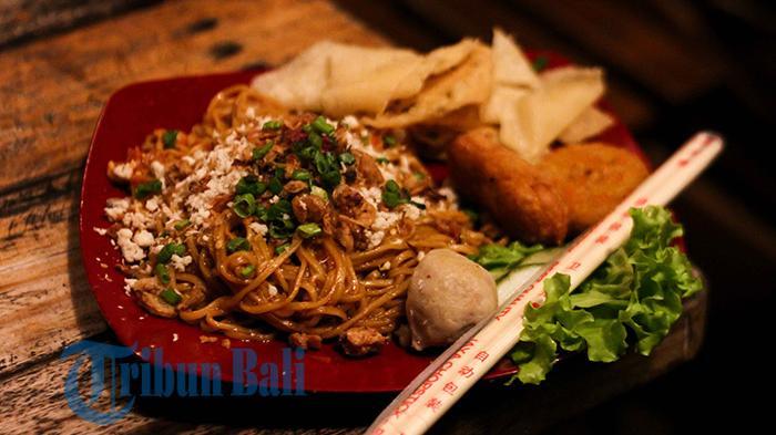 TRIBUN WIKI - 5 Tempat Makan di Denpasar Ini Tawarkan Menu Mi Pedas, Bebas Pilih Levelnya!
