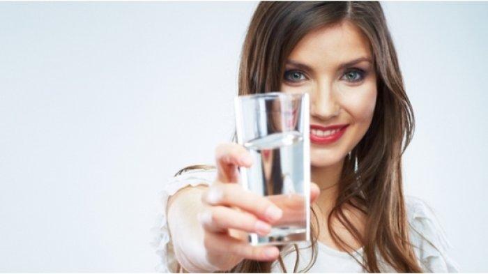 Minum 12 Gelas Air Putih Tiap Hari Selama 4 Minggu Diklaim Bisa Mendapat 10 Manfaat Ini