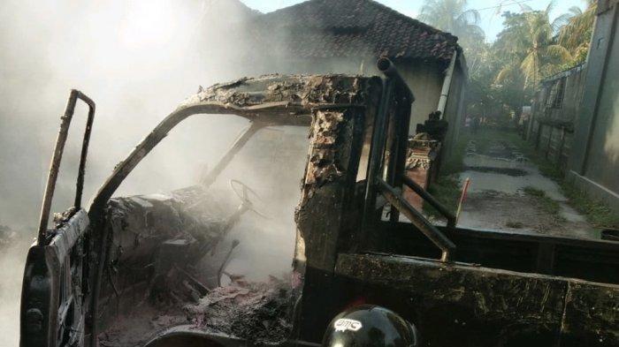 Pikap Terbakar Usai Pemilik Buka Slang Karburator