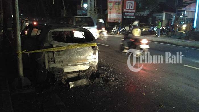 Mobil Terbakar di Seberang Mall Ramayana Gegerkan Warga, Jalan Diponegoro Macet Panjang