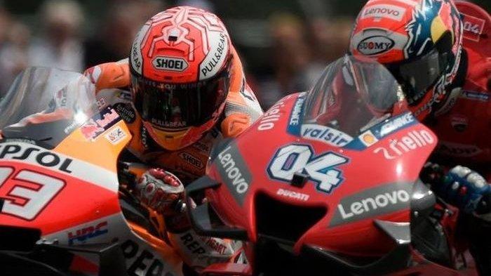 Marc Marquez (#93) dan Andrea Dovizioso (#04) bersaing ketat dalam balapan MotoGP Austria di Red Bull Ring, Austria, 11 Agustus 2019.