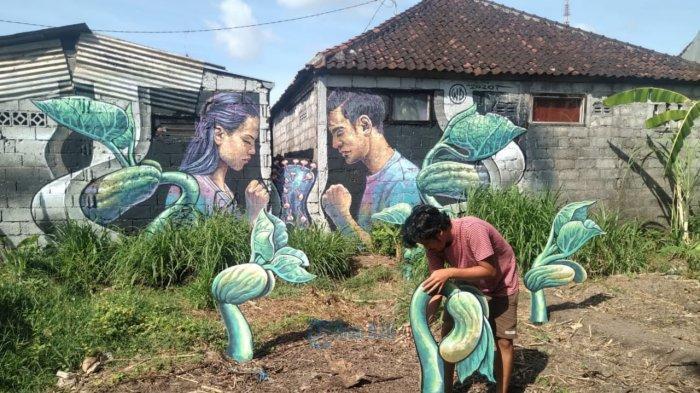 Seniman Mural Wild Drawing Garap Mural Tentang Pandemi Covid-19 di Kelurahan Tonja Denpasar
