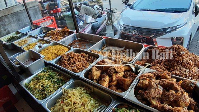 Nasi Pedas Bu Andika di Jalan Patih Jelantik Ruko No 9, Legian, Kuta, Badung, Bali. Aneka menu yang dijual di salah satu cabang Nasi Pedas Bu Andika.