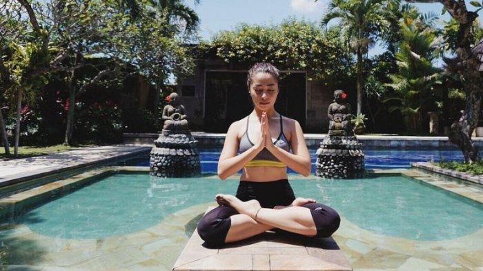 Bulan Madu di Bali, Nikita Willy Melukat di Ubud