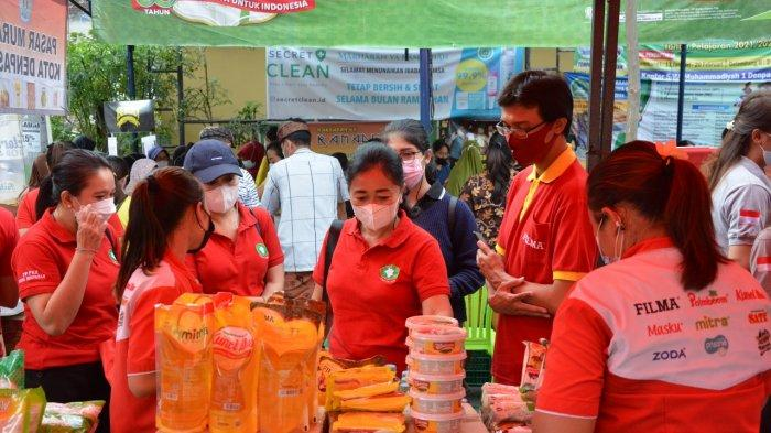 Ny. Sagung Antari Jaya Negara Kunjungi Pasar Murah di Pemogan, Berharap Dapat Meringankan Masyarakat