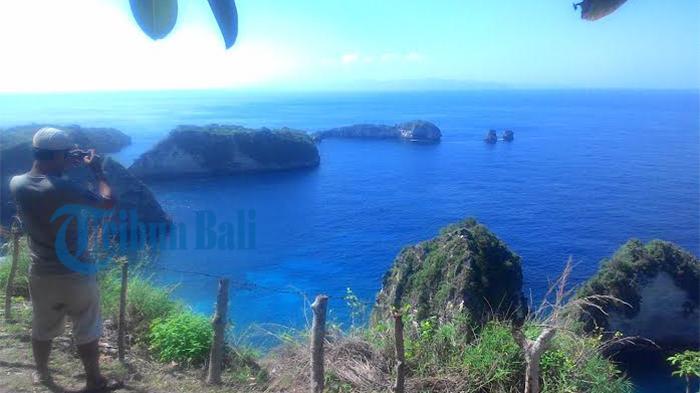 Wisata Gugusan Pulau Karang dengan Latar Samudra Hindia di Bali Diserbu Pengunjung