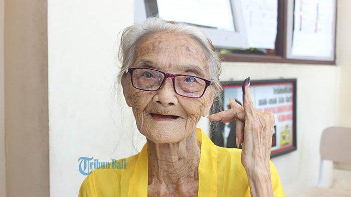 Odah Pandra, Nenek Berusia 104 Tahun di Bali Ikut Nyoblos di Pemilu 2019