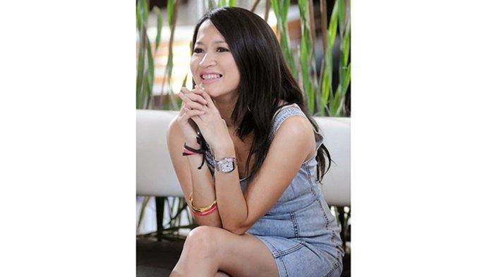Bercerai dengan Pasha Ungu, Kini Suami Kedua Okie Agustina Digoda Pelakor