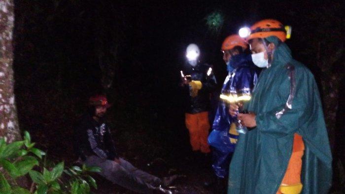 Tim SAR Evakuasi 5 Pendaki Dari Gunung Agung yang Alami Kelelahan