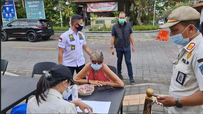 Tak Pakai Masker Saat Bepergian, 3 WNA di Ubud Bali Dikenakan Sanksi Denda Masing-masing Rp 1 Juta