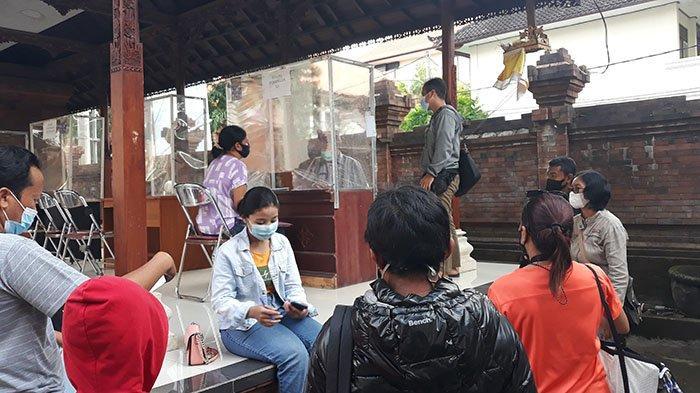 Jelang PPDB 2021, Puluhan Orang Tua Siswa Urus Surat Pindah Rayon di Disdikpora Denpasar