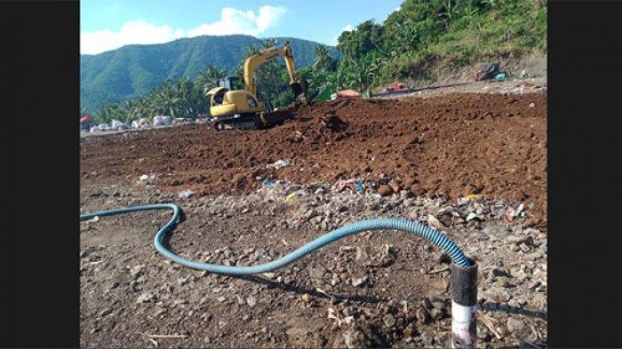 TPA Sente Rentan Terbakar di Musim Kemarau, DLHP Klungkung Pasang Rangkaian Pipa di Tumpukan Sampah