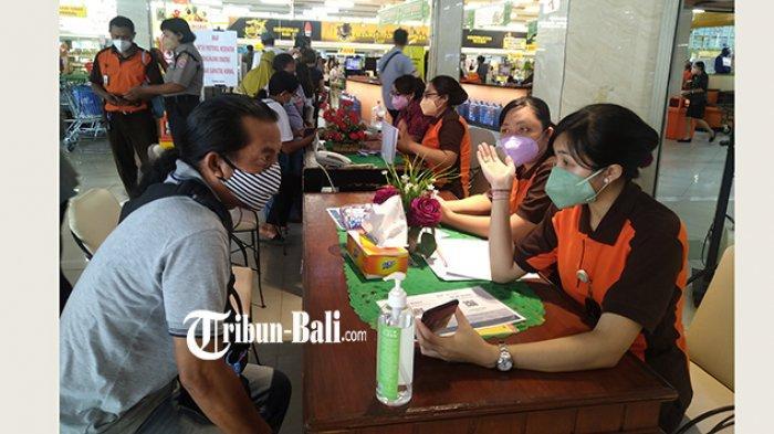 Dominan Pengunjung Masih Bingung, Hari Pertama Penerapan Aplikasi PeduliLindungi di Denpasar