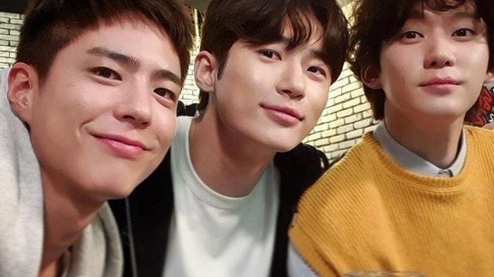 Park Bogum, Byeon Wooseok, dan Kwon Soohyun dari drama Korea atau drakor 'Record of Youth'. Foto: Instagram @hsu_hyun via grid.id
