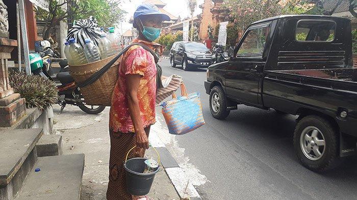 Kisah Perjuangan Partiyem, Penjual Jamu Gendong yang Sudah Berjualan Selama 20 Tahun Lebih di Bali