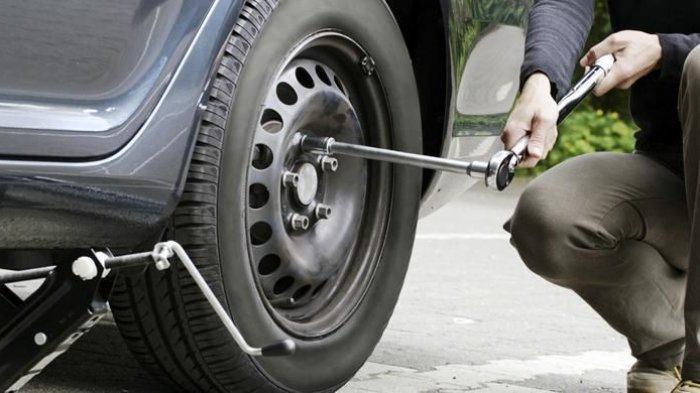 Jangan Sembarangan, Begini Cara yang Benar Bongkar Pasang Ban Mobil