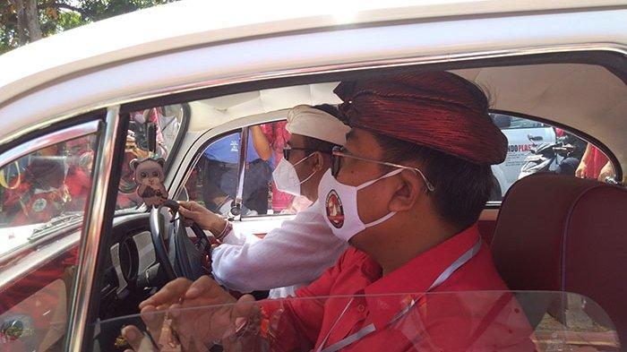Setir VW Kodok Sendiri saat Daftar ke KPU, Gung Jaya Sebut Komitmen Jaya-Wibawa Jadi Pelayan Rakyat