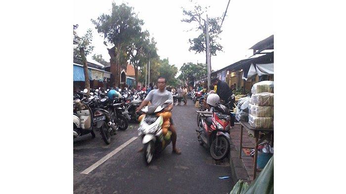 Reportase Warga: Lahan Parkir Sempit, Peken Intaran Sering Krodit