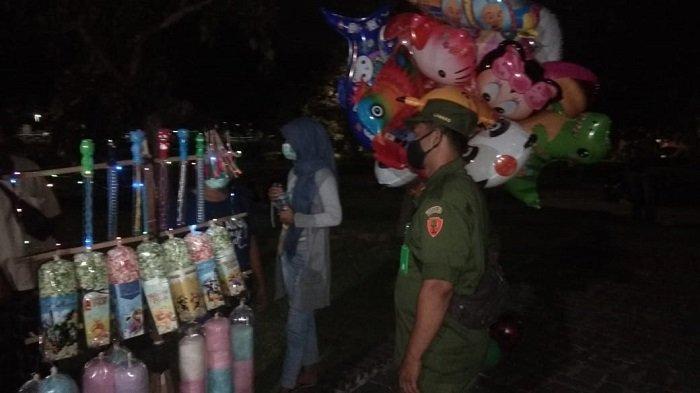Patroli Dialogis Desa Dauh Puri Kaja, Ingatkan Warga Disiplin Prokes 3 M