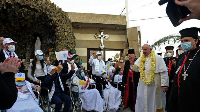 Paus Fransiskus di Irak: Saya Ikuti Prokes dan Tidak Berjabatan Tangan dengan Semua Orang