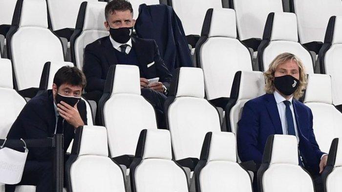Wakil Presiden Juventus, Pavel Nedved (kanan), bersama Presiden Juventus, Andrea Agnelli (kiri), menonton laga semifinal Coppa Italia Juventus vs AC Milan pada 12 Juni 2020 di Stadion Allianz, Turin, pada 12 Juni 2020.