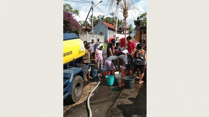 Air PDAM Mati Total, PDAM Distribusikan Air Bersih Menggunakan Mobil Tangki ke Dusun Beneng