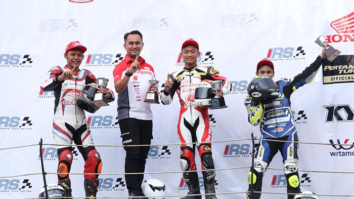 Geber Honda CBR250RR, Rheza Danica Raih Podium Tertinggi Balap Pertama Kejurnas 250cc