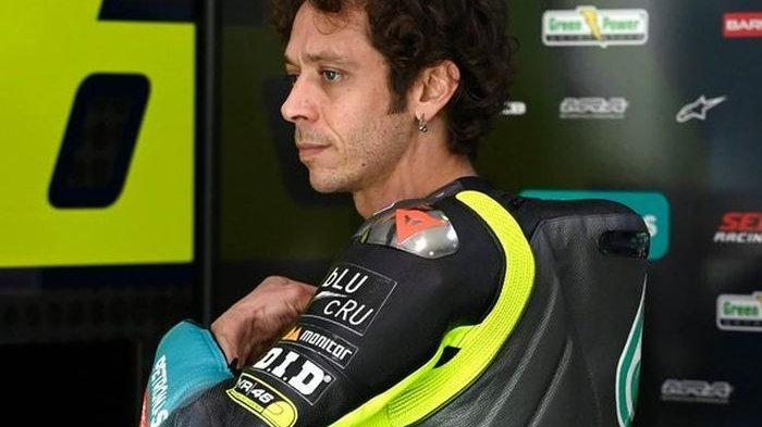 Pebalap Petronas Yamaha SRT, Valentino Rossi, pada hari pertama tes pramusim MotoGP 2021 di Sirkuit Losail Qatar, Sabtu (6/3/2021).