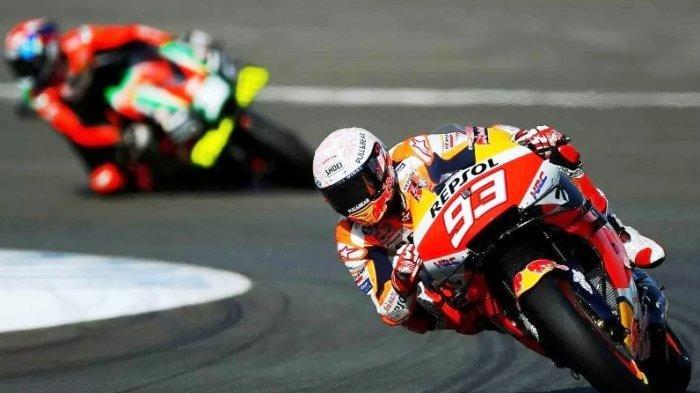 Pebalap Repsol Honda Marc Marquez memacu kecepatan motornya saat sesi latihan MotoGP Grand Prix Spanyol di Sirkuit de Jerez, Jerez, Spanyol, Sabtu, 18 Juli 2020.