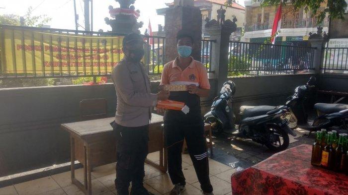 Jaga Imun Tubuh Saat Pandemi Covid-19, Pedagang dan Jukir di Pasar Kusamba Klungkung Diberi Vitamin