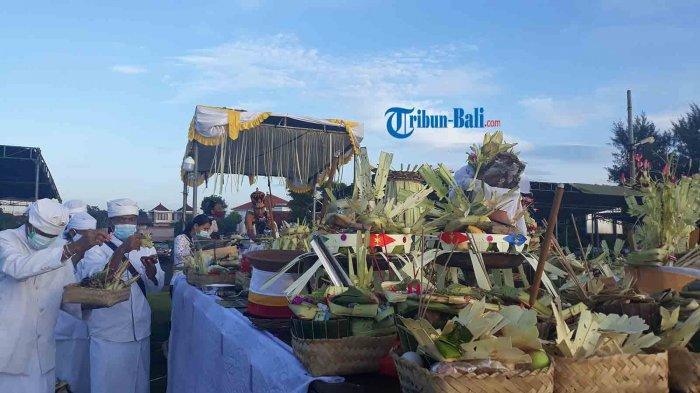 Pengunjung Pantai Sanur Tes Rapid Antigen, Penglukatan di Pantai Padanggalak Digelar Sederhana