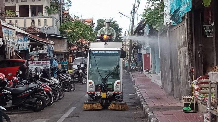 Menekan Penularan Covid-19, DLHK Kota Denpasar Melakukan Penyemprotan Desinfektan Secara Rutin