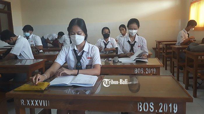 Komang Ayu Antusias Sekolah,PTM Digelar di SMK PGRI 3 Denpasar, di Gianyar dan Jembrana
