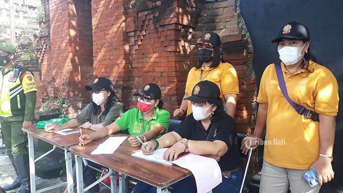 Pelaksanaan sidak prokes hari pertama PPKM mikro di Denpasar, Bali, Selasa 9 Februari 2021.