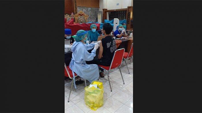 300 Seniman Denpasar yang Akan Tampil di PKB 2021 Ikuti Vaksinasi Covid-19