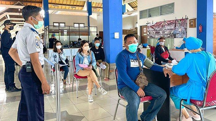 Pelaku Perjalanan Dalam Negeri Kini Bisa Ikuti Vaksinasi Covid-19 di Terminal Mengwi Badung