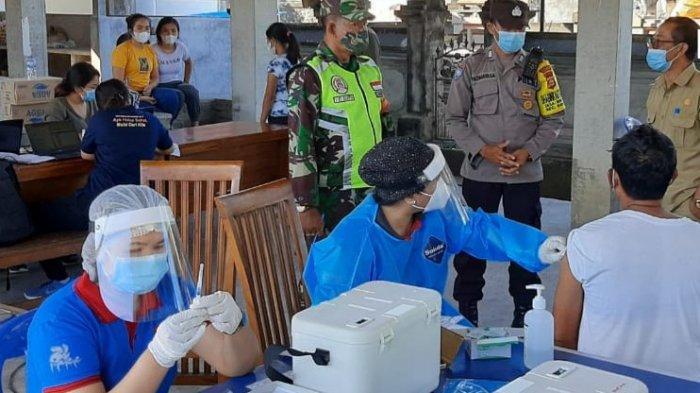 Tentara Pantau Pelaksanaan Vaksinasi Masal di Bangli