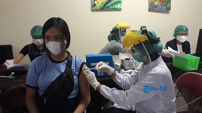 Andila Tak Ingin Buru-buru Sekolah Tatap Muka, 834 Siswa SMPN 3 Denpasar Ikut Vaksin