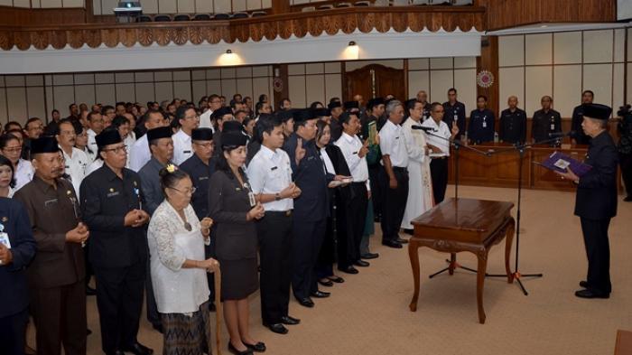Pejabat di Bali Jangan Berhenti Belajar!