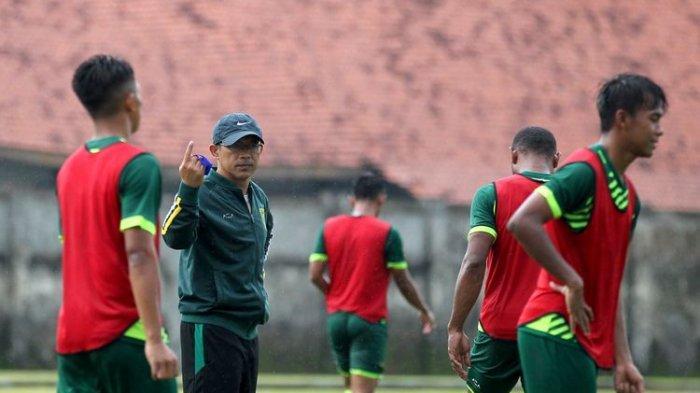 Jelang Duel Krusial PSS Sleman vs Persebaya, Aji Santoso Menanti Comebacknya Striker Lokal Ini