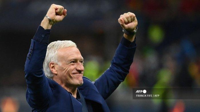 Pelatih Prancis Didier Deschamps merayakan akhir pertandingan sepak bola final Nations League antara Spanyol dan Prancis di stadion San Siro di Milan, pada 10 Oktober 2021. FRANCK FIFE / AFP