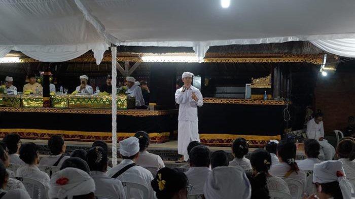 196 Serati Banten & Pemangku Diberi Pelatihan untuk Memberi Pemahaman yang Benar pada Umat Hindu